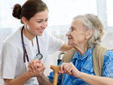 Tipps zum Umgang mit inkontinenten Pflegebedueftigen-108592240.jpg