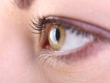 Weibliches Auge ohne Verletzung