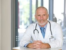 Krebsnachsorge-Was-geschieht-nach-der-Therapie-92096210.jpg