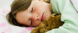 Enuresis: Was gegen Bettnässen bei Kindern hilft