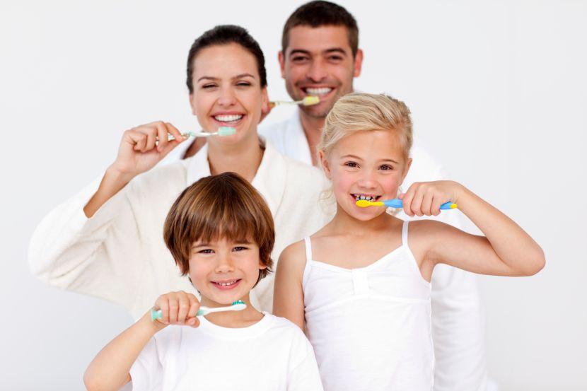 Mundgeruch bei mutter und kind