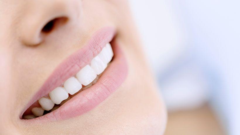 Zähne_gesund-und-weiß.jpeg